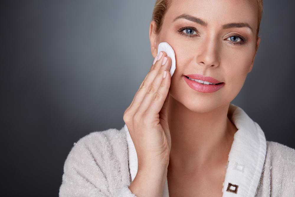 Pulizia viso: perché è importante sia di mattina che di sera
